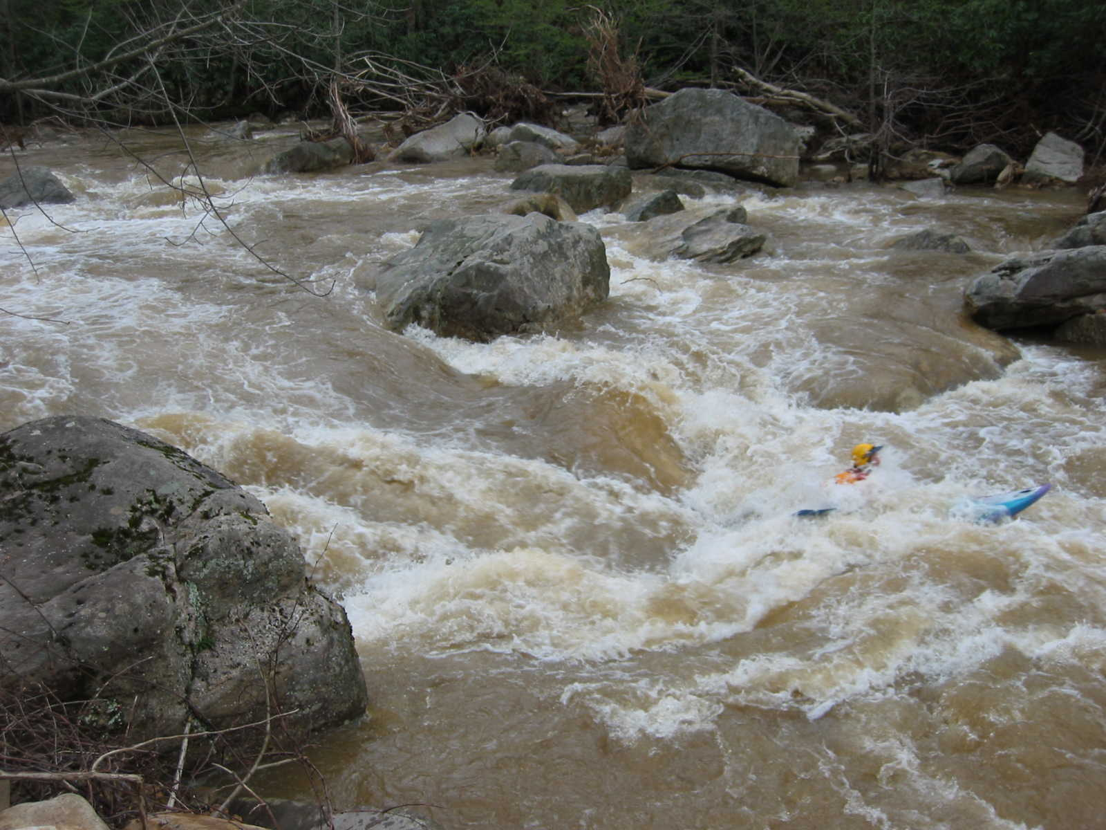 Scott Zetterstrom in main hole of the big South Fork rapid (Photo by Lou Campagna - 4/26/04)