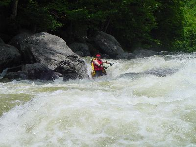 Connecticut transplant, Scott Gravatt, running Dragon's Tooth rapid (Photo by Mark Lacroix - 6/28/03)