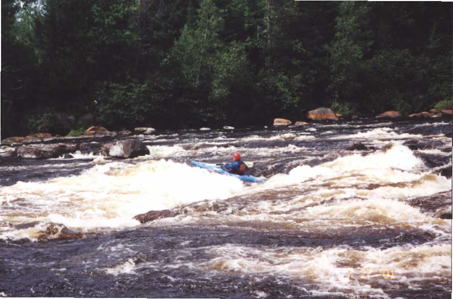 Bob Maxey skirting first big hole in long Class 3-4 rapid (Photo by Keith Merkel - 7/27/01)